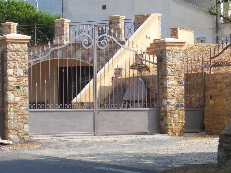 Cancelli in ferro e alluminio for Colonne in pietra per cancelli